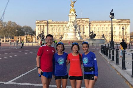 Photo with the Buckingham Palace is a must
